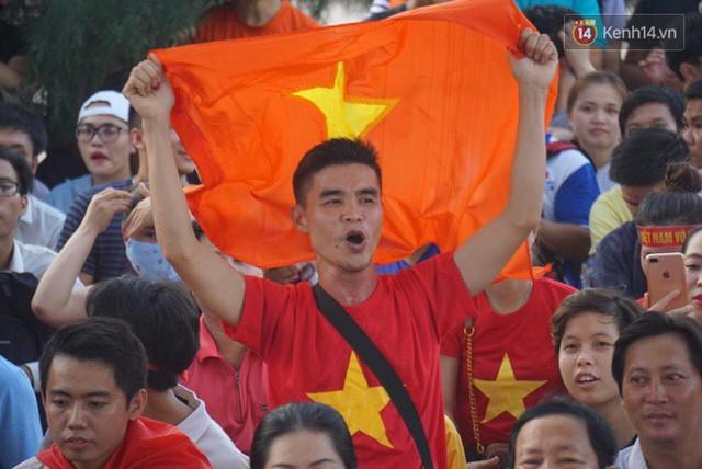 đầu tư giá trị - photo 31 153554801003446215198 - CĐV bần thần trước thất bại của Olympic Việt Nam, nhưng vẫn tự hào vì những gì các cầu thủ đã làm được