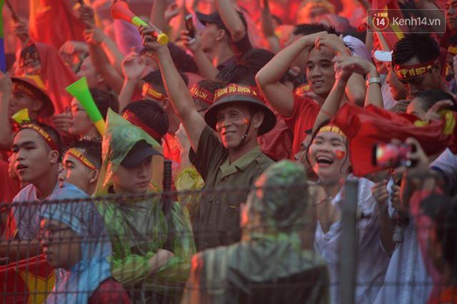đầu tư giá trị - photo 37 15355480100411522635765 - CĐV bần thần trước thất bại của Olympic Việt Nam, nhưng vẫn tự hào vì những gì các cầu thủ đã làm được