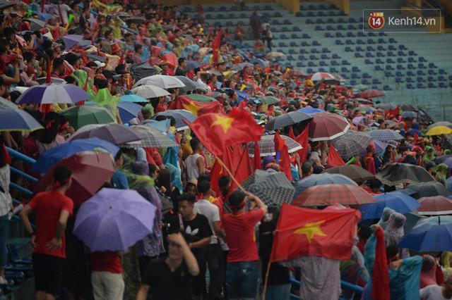 đầu tư giá trị - photo 51 1535548010056189021304 - CĐV bần thần trước thất bại của Olympic Việt Nam, nhưng vẫn tự hào vì những gì các cầu thủ đã làm được