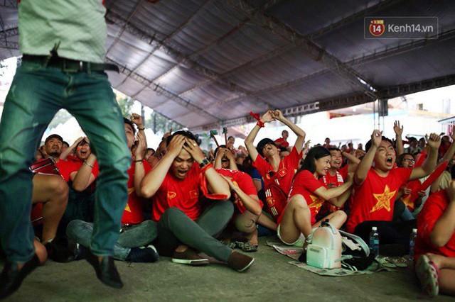 đầu tư giá trị - photo 8 15355480100151632554690 - CĐV bần thần trước thất bại của Olympic Việt Nam, nhưng vẫn tự hào vì những gì các cầu thủ đã làm được