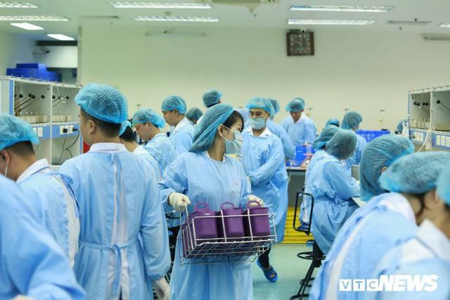 Ảnh: Bên trong phân xưởng điều chế máu lớn nhất miền Bắc - Ảnh 4.