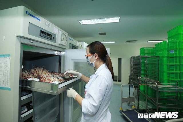 Ảnh: Bên trong phân xưởng điều chế máu lớn nhất miền Bắc - Ảnh 10.