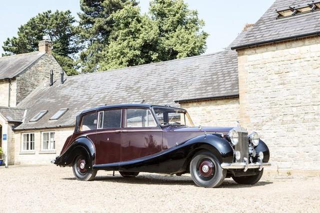 Hoàng gia Anh rao bán bộ sưu tập siêu xe Rolls-Royce đắt giá - Ảnh 1.