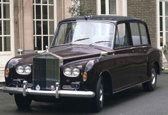 Hoàng gia Anh rao bán bộ sưu tập siêu xe Rolls-Royce đắt giá - Ảnh 4.