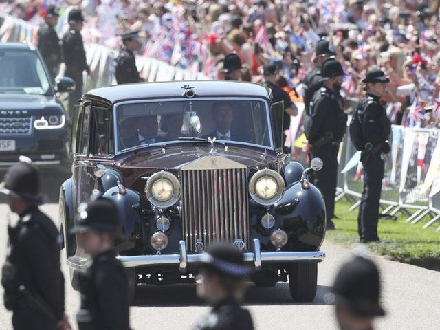 Hoàng gia Anh rao bán bộ sưu tập siêu xe Rolls-Royce đắt giá - Ảnh 7.