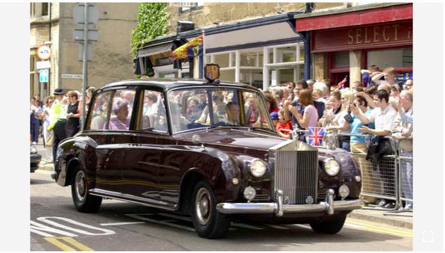 Hoàng gia Anh rao bán bộ sưu tập siêu xe Rolls-Royce đắt giá - Ảnh 8.