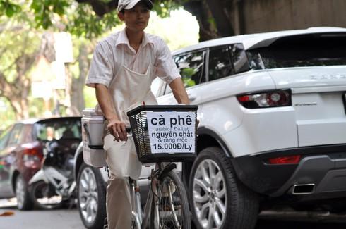 Triết lý kinh doanh lạ đời của ông chủ Reng Reng Café: Quán chỉ bán cà phê, không nước lọc, không nhà vệ sinh, không wifi, cứ đúng 3 giờ chiều là đóng cửa không tiếp khách - Ảnh 4.