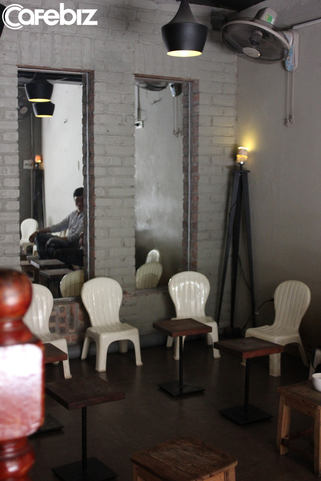 Triết lý kinh doanh lạ đời của ông chủ Reng Reng Café: Quán chỉ bán cà phê, không nước lọc, không nhà vệ sinh, không wifi, cứ đúng 3 giờ chiều là đóng cửa không tiếp khách - Ảnh 13.