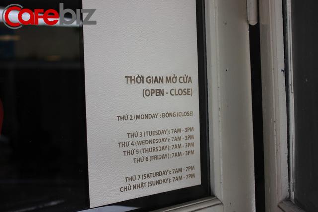 Triết lý kinh doanh lạ đời của ông chủ Reng Reng Café: Quán chỉ bán cà phê, không nước lọc, không nhà vệ sinh, không wifi, cứ đúng 3 giờ chiều là đóng cửa không tiếp khách - Ảnh 1.