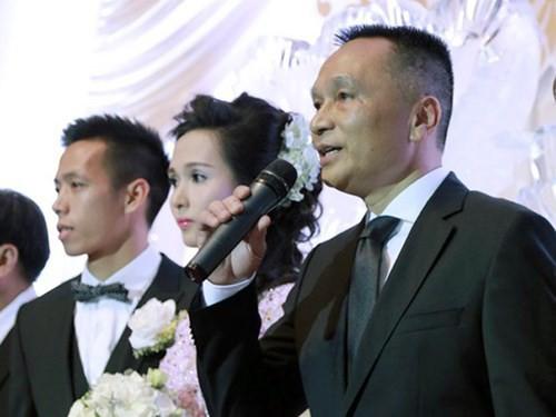 đầu tư giá trị - nguoi con gai khien van quyet che tien ty02 15337987589601747724452 - Không chỉ đá bóng giỏi, ít ai biết bố vợ của đội trưởng U23 VN Văn Quyết lại là một 'ông bầu' có tiếng của làng túc cầu Việt
