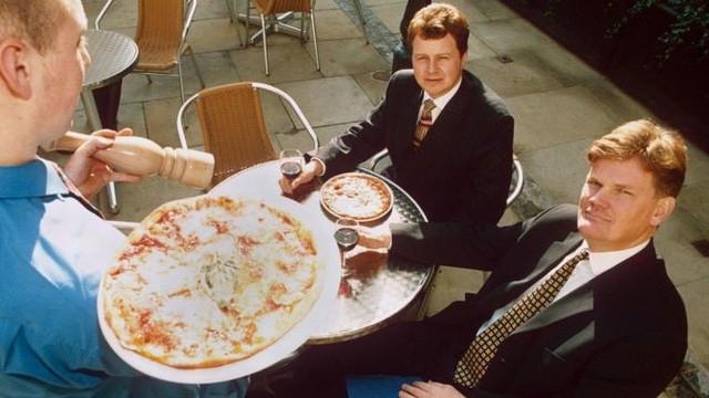 """đầu tư giá trị - photo 1 1536571080436249033672 - Từng bị đuổi học, đi dép lê vay tiền ngân hàng, mấy ai ngờ người đàn ông này có thể trở thành triệu phú, """"nhà tiên phong"""" của thương hiệu pizza nổi tiếng thế giới"""