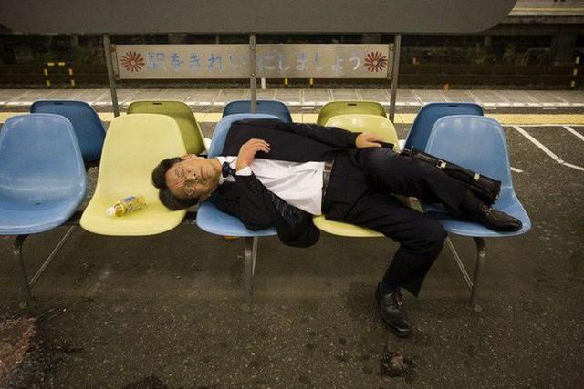 Inemuri: Nghệ thuật ngủ nơi công cộng đã trở thành thương hiệu của người Nhật Bản - Ảnh 7.