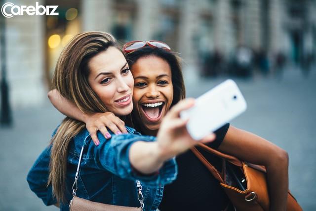 Nghiên cứu khẳng định: Phụ nữ càng chụp nhiều ảnh tự sướng sẽ càng nhiều tiền! - Ảnh 1.
