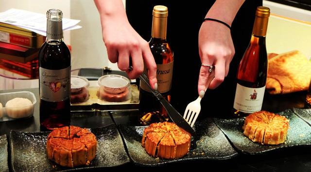 1 chiếc bánh trung thu = 5 cái đùi gà: Đây là những thứ bạn nên thưởng thức cùng bánh để không lo béo phì - Ảnh 4.