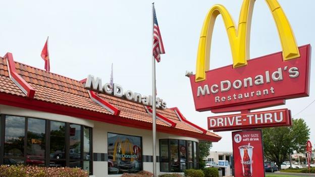 Vì sao logo của các chuỗi cửa hàng đồ ăn nhanh đều màu đỏ mà không phải là xanh? - Ảnh 1.