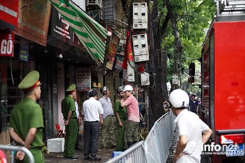 Vụ cháy lớn ở Đê La Thành: Xóm trọ bất ngờ bùng cháy lại - Ảnh 1.