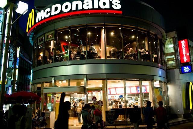 """đầu tư giá trị - photo 1 15375252763262069593057 - Góc nhìn thú vị lý giải thất bại của Mc Donald's và Burger King tại Việt Nam của tạp chí Mỹ: """"Sao phải ăn burger khi Việt Nam đã có Phở?"""""""