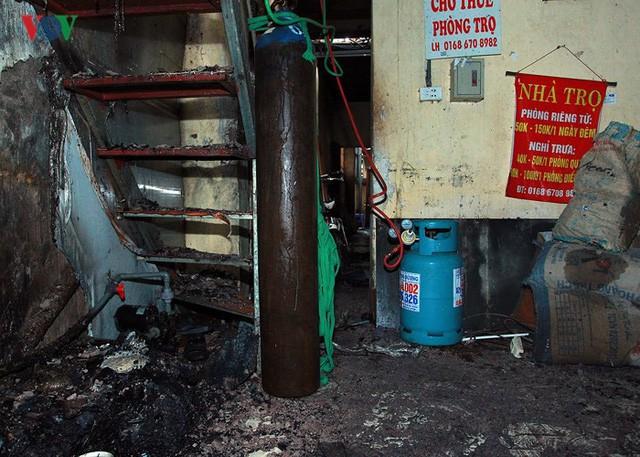 Ảnh: Hiện trường bên trong vụ cháy gần Bệnh viện Nhi Trung ương - Ảnh 13.