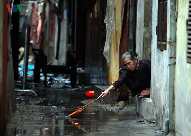 Ảnh: Hiện trường bên trong vụ cháy gần Bệnh viện Nhi Trung ương - Ảnh 7.