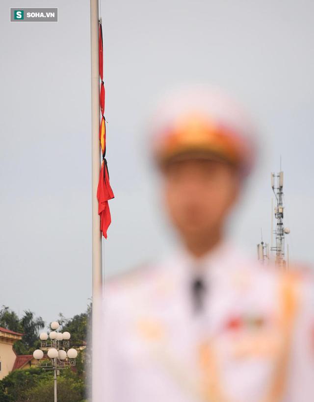Treo cờ rủ Quốc tang Chủ tịch nước Trần Đại Quang - Ảnh 11.