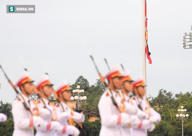 Treo cờ rủ Quốc tang Chủ tịch nước Trần Đại Quang - Ảnh 12.