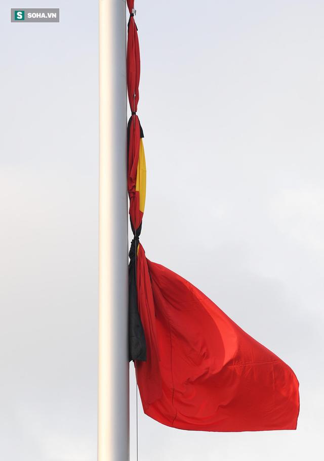 Treo cờ rủ Quốc tang Chủ tịch nước Trần Đại Quang - Ảnh 14.