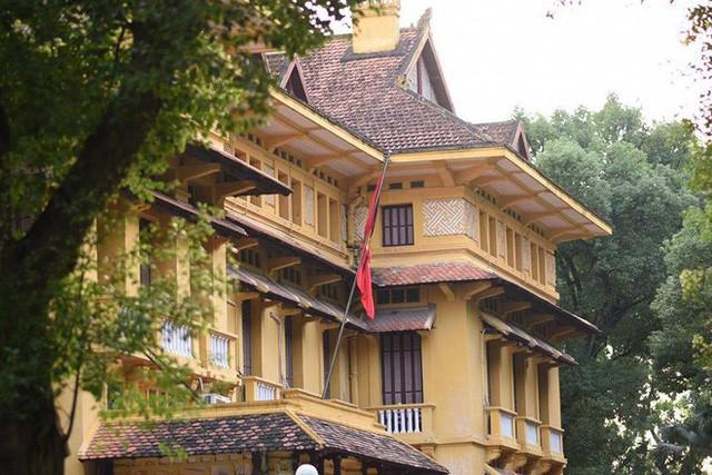 Treo cờ rủ Quốc tang Chủ tịch nước Trần Đại Quang - Ảnh 16.