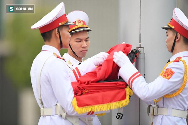 Treo cờ rủ Quốc tang Chủ tịch nước Trần Đại Quang - Ảnh 6.