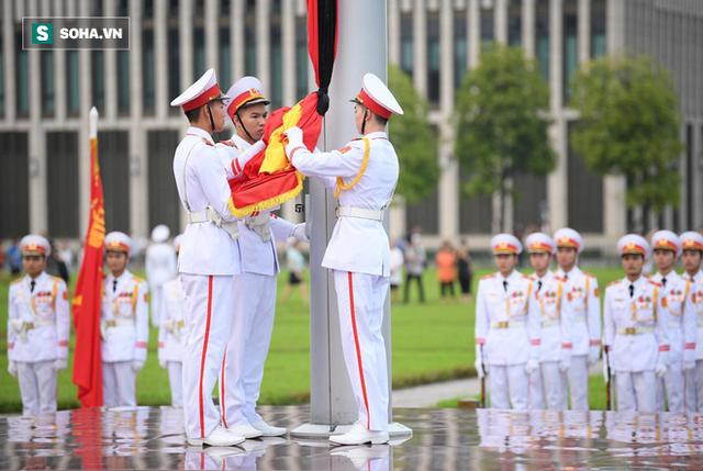 Treo cờ rủ Quốc tang Chủ tịch nước Trần Đại Quang - Ảnh 7.
