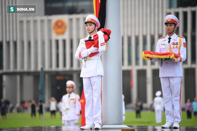 Treo cờ rủ Quốc tang Chủ tịch nước Trần Đại Quang - Ảnh 8.