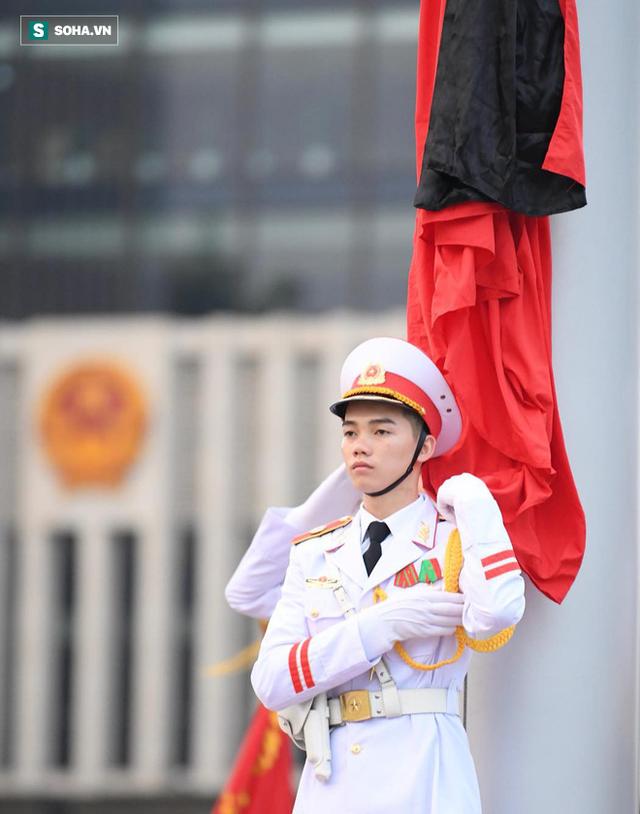 Treo cờ rủ Quốc tang Chủ tịch nước Trần Đại Quang - Ảnh 9.