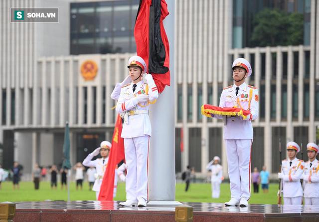 Treo cờ rủ Quốc tang Chủ tịch nước Trần Đại Quang - Ảnh 10.