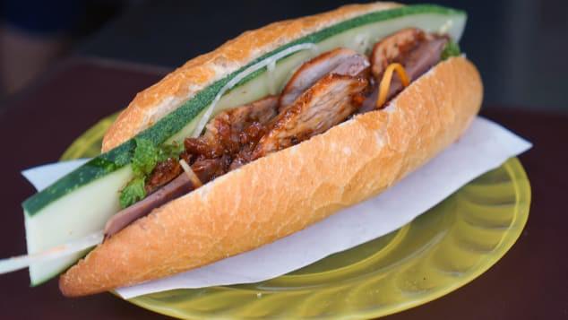 Báo Mỹ ca ngợi bánh mì Việt Nam: Nhất định phải đến Hội An để tìm kiếm món ăn nức tiếng thế giới - Ảnh 1.