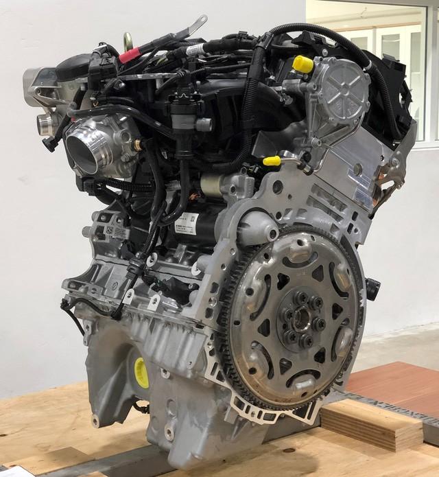 Hé lộ nhiều thông số xe VinFast trước giờ G: Động cơ tăng áp, hộp số 8 cấp, an toàn 5 sao, màn hình 10,5 inch - Ảnh 3.