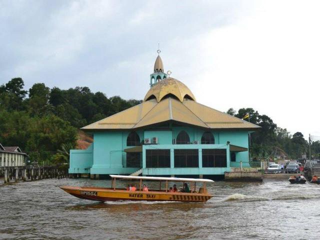 Có gì bên trong thủ đô giàu có của Brunei, nơi gần một nửa dân số sống trong một ngôi làng nổi? - Ảnh 12.