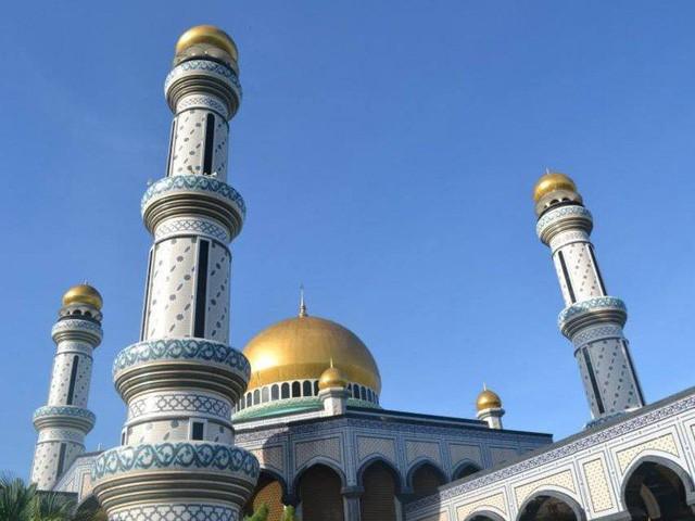 Có gì bên trong thủ đô giàu có của Brunei, nơi gần một nửa dân số sống trong một ngôi làng nổi? - Ảnh 3.