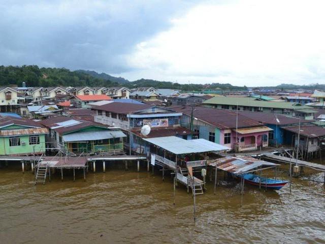 Có gì bên trong thủ đô giàu có của Brunei, nơi gần một nửa dân số sống trong một ngôi làng nổi? - Ảnh 8.