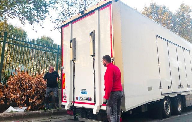 Chùm ảnh: Cận cảnh 2 xe VinFast được vận chuyển tới Paris Motor Show 3
