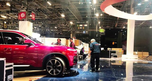 Chùm ảnh: Cận cảnh 2 xe VinFast được vận chuyển tới Paris Motor Show 12