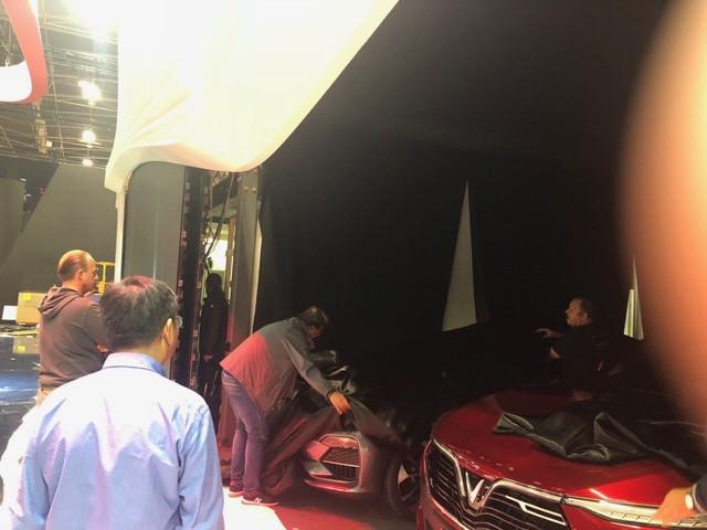 Chùm ảnh: Cận cảnh 2 xe VinFast được vận chuyển tới Paris Motor Show 13