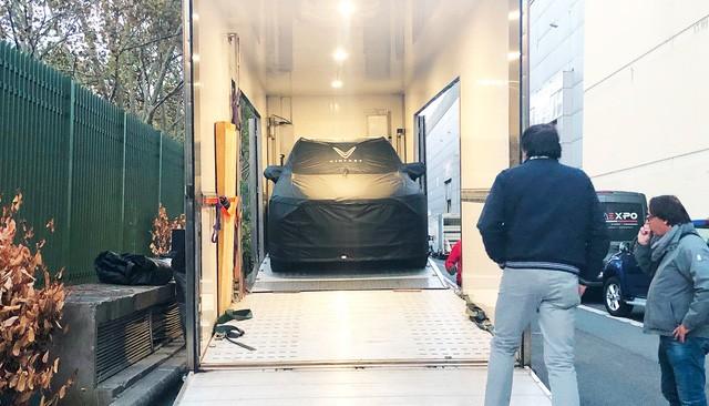 Chùm ảnh: Cận cảnh 2 xe VinFast được vận chuyển tới Paris Motor Show 5