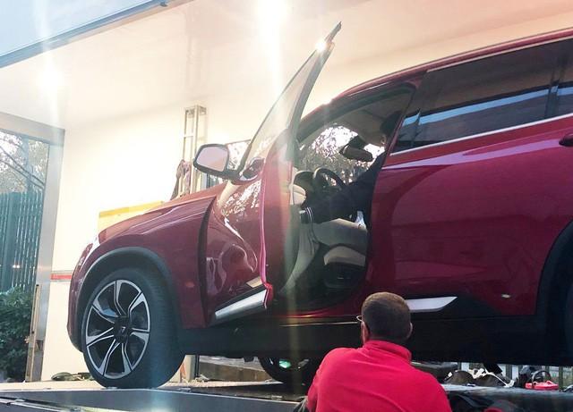 Chùm ảnh: Cận cảnh 2 xe VinFast được vận chuyển tới Paris Motor Show 8