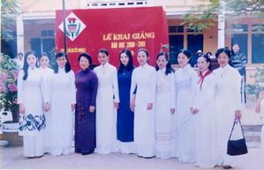 Chùm ảnh lễ khai giảng của thế hệ 7x, 8x: Còn ai nhớ về 1 thời quần vải xanh, áo trắng, khăn quàng đỏ, mũ ca lô? - Ảnh 11.