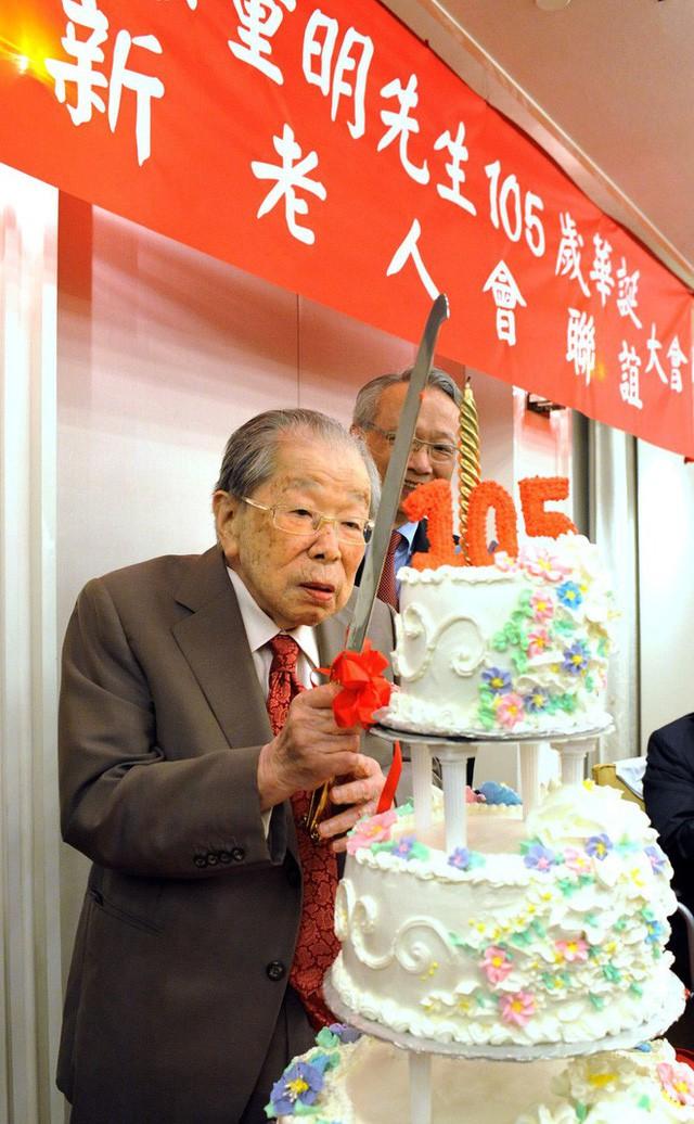 Huyền thoại y học Nhật Bản sống thọ 105 tuổi: Chỉ vọn vẻn trong 5 điều rất dễ làm - Ảnh 2.