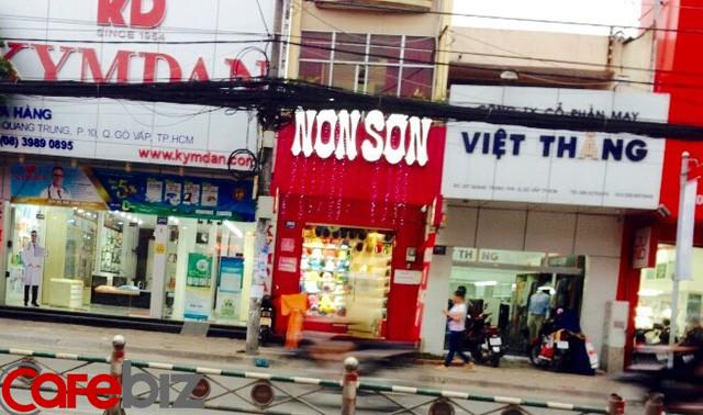 Giám đốc Nón Sơn: Chúng tôi sống nhờ nón vải, nón bảo hiểm của chúng tôi không cạnh tranh nổi hàng giả - Ảnh 1.