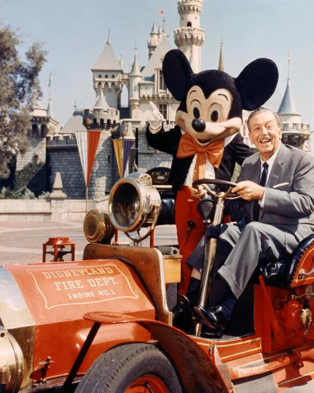 7 bài học cuộc sống từ ông vua giải trí Walt Disney: Thôi ảo tưởng, những giấc mơ cần rất nhiều tiền và muốn có tiền, đầu tiên hãy học cách bán hàng! - Ảnh 2.