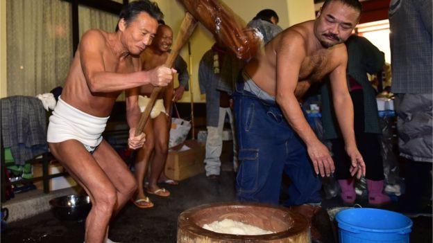 Đây là chiếc bánh ngon nổi tiếng Nhật Bản nhưng cũng gây ra nhiều cái chết đau đớn tại đất nước này - Ảnh 1.