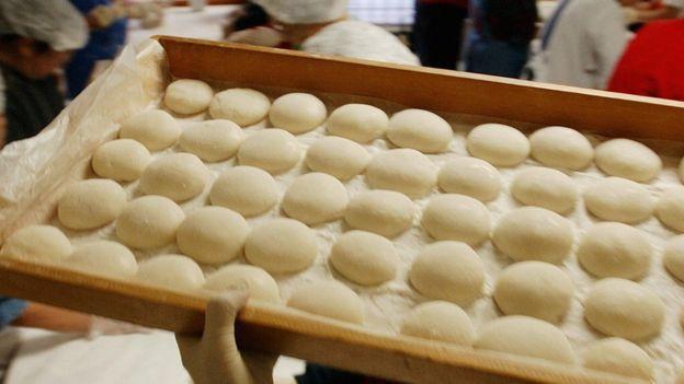 Đây là chiếc bánh ngon nổi tiếng Nhật Bản nhưng cũng gây ra nhiều cái chết đau đớn tại đất nước này - Ảnh 2.