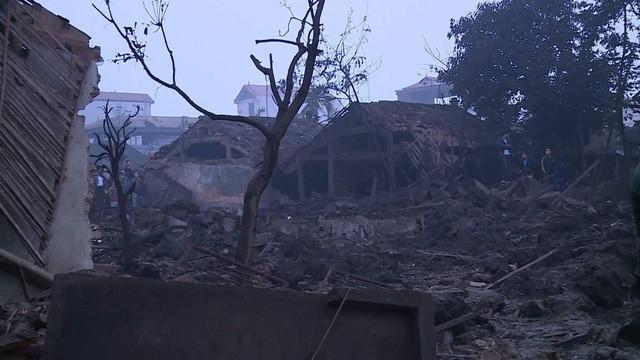 Nổ kinh hoàng ở Bắc Ninh lúc rạng sáng khiến 2 cháu bé tử vong, hàng chục ngôi nhà bị san phẳng - Ảnh 1.