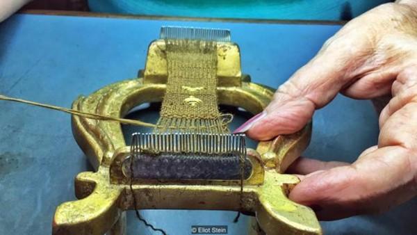Truyền thuyết về lụa biển - thứ vải vóc hiếm bậc nhất thế giới sắp biến mất khi chỉ còn một truyền nhân cuối cùng - Ảnh 1.